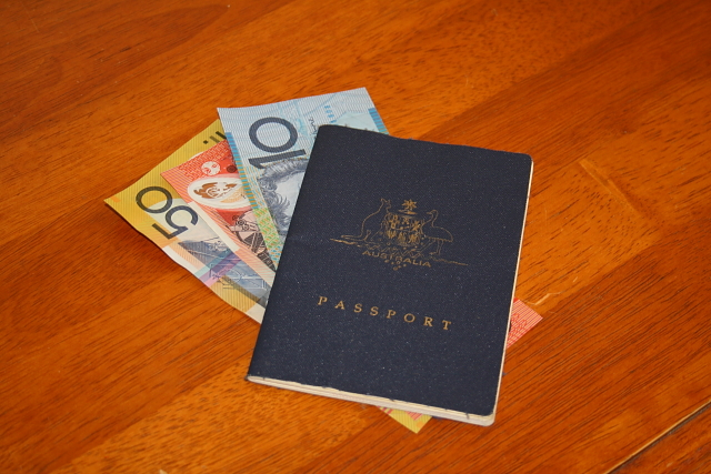 Tips for managing your finances while travelling